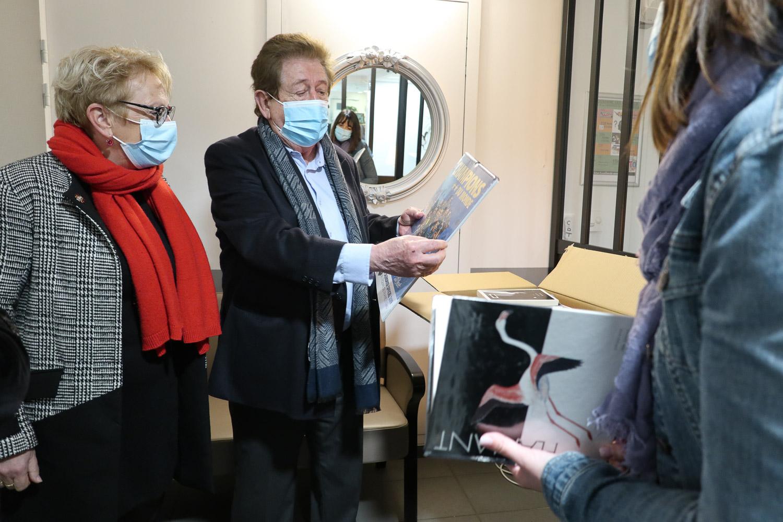 Des livres offerts aux résidents de l'EHPAD Les Couleurs du Temps