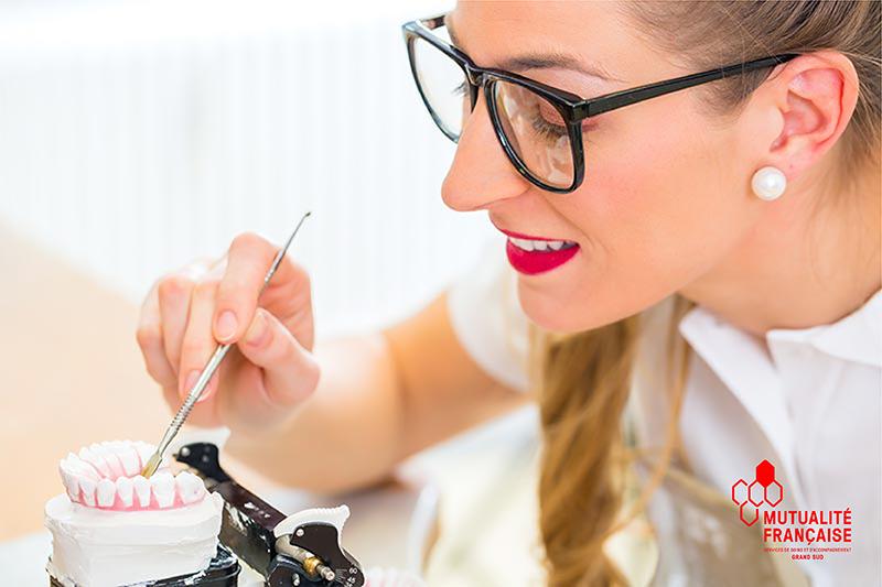 Où et comment sont produites les prothèses de nos centres dentaires mutualistes ?
